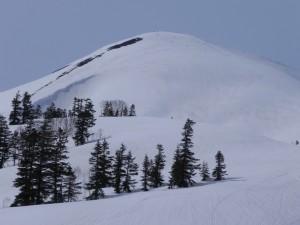 テレマークスキー旅の魅力のほとんどすべてがこの山塊にある。火打山は、そう思わせてくれる山だ。毎年、春になると、行きたくなる場所のひとつだ。