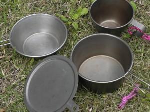 もっとシンプルにしたければ、シェラカップやロッキーカップを鍋として使えばいい。そのときは、チタンのふたがあると便利だ。効率もいい。