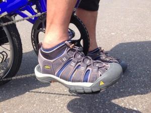 キーンのニューポートは、限りなくシューズに近い。ハイブリッドサンダルである。使い途も幅広い。年中活躍の一足である。この『NEWPORT H2』は、『WILD-1』30周年記念モデル。 5月の青森自転車キャンプ旅(3泊4日)でも、ニューポートはがんばってくれた。
