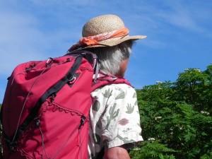 暑がりで蒸れがきらいなぼくは、夏はもっぱら麦わら帽子を愛用している。あまりに暑い日は、濡らしたバンダナを帽子の中に入れる。 麦わらの大きな難点は、耐久性がないこと。乱暴にあつかうと傷みが激しい。消耗品と考えてあきらめるしかない。