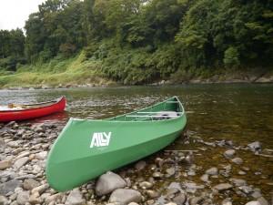 ノルウェイ製のアリー・フォールディングカヌー。組み立て式のカヌーは、どこへでも持ちはこぶことができる。旅する道具なのだ。