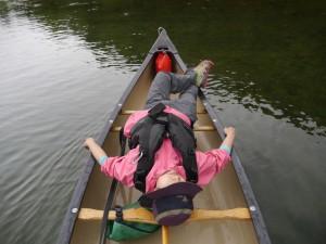 完全リラックスのマーヤは、川の流れを子守歌に眠ってしまう。だれもが幸せな時間を過ごした二日間だったのだ。