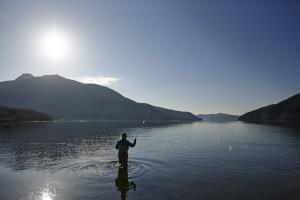 朝日が昇ってきた静かな芦ノ湖へ浸透していく。期待と興奮で心は騒がしい。