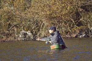 ときを経てわたくしの釣り姿もさまになってきた。と思ったら、これは角田太郎だった。