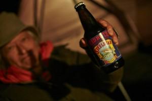 角田が持ってきてくれたのは、マッドリバー「スティールヘッド」というアメリカのビール。「なんだか、これ飲んだら明日は釣れそうだな」と、わたくし。