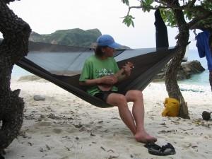 そしてこれもまた野外で座るには最高のグッズである。ヘネシーハンモック!