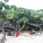 沖縄の無人島から無人島へのシーカヤック旅では、ヘネシーハンモックが大活躍。モンパの木が寝床を提供してくれる。