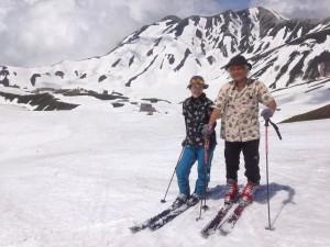 雪山でも、条件さえよければアロハシャツ。あの人も!