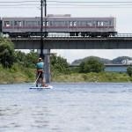 川から見る東京は、違う街だ。京王線沿線に住むぼくは、この電車から何度も川を眺めてきた。