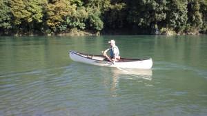 川では「インディアンストローク」というちょっと変わったパドリングが好きだ。なのでパドルの持ち方も特殊。そのやり方をここに書くと三日三晩ぐらいかかってしまうので、知りたい人は川で会ったときに声をかけてください。