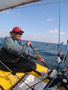セーリングカヤックでは、海でもシングルパドルを使う。