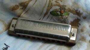 装備が限られる長い縦走旅には、10穴のブルースハープを。僕は、ホーナーのマリンバンドが好きだ。