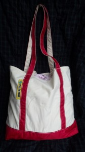 テンマクとタルサタイムで共謀したムササビウイングのオールコットン・バージョンは、タープの収納袋がこのトート。ふだんは、トートバッグとして使っている。