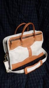 骨のあるキャンバスバッグを作り続けるFrost River(アメリカ)のブリーフケース。いまも、カヌー旅用のバッグなどを帆布で作り続けているメーカーだ。カタログを見ると、思わず注文したくなるグッズがいっぱいある!