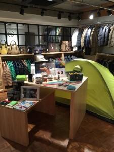 2015年6月には、東京目黒に『NANGA SHOP』をオープンした(東京都目黒区碑文谷2丁目10‐21 ディアハイム碑文谷101)。 「暖冬は、勘弁してくれー」と、店長。