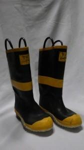 Arthur's Being(アーサーズ・ビーイング)のファーマーズ・ブーツ。これも30年近く前に買ったもの。実際のところ、冬によく履くのはこの長靴だ。冬季は車に積みっぱなしである。雪かきも、車にチェーンを巻くときも。