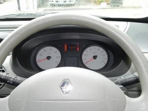 「いまどき」じゃないインパネのデザイン。でも、こうしたシンプルさが長距離ドライブでは落ち着くんだよな。