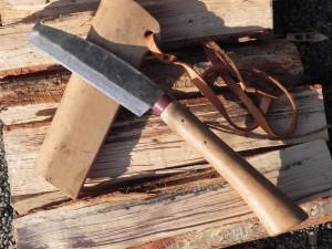 火のある暮らしを支えてくれたのが、極厚両刃鉈5寸(テンマク)。