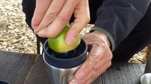 このセットには果汁しぼりがついているので、オレンジやグレープフルーツなどを大量に買い込みたくなる。キャンプの朝にうれしいフレッシュジュースが味わえるのだ。