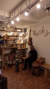 でっかい本棚を作ったことも。これは、手伝ってくれた人がいたから完成したんだけど。