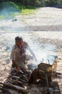 仲村忠明さんとテンマクがコラボレーションしてできあがった焚火グリル『とん火』が大活躍の毎日。