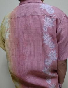 白地の浴衣(麻)は、黄ばみがあったのでベンガラ染めで色再生も。これもまた、再生着物アロハのひとつ。