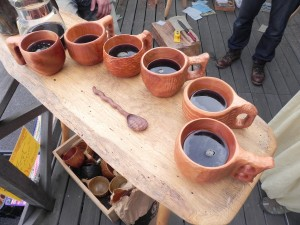 木のカップをこつこつ作ると、もう使い捨ての紙のカップではコーヒーは飲めなくなる。