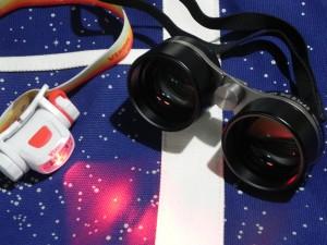 久しぶりに物欲心が大きく動いたわたくしである。 「星座観察用双眼鏡SG2.1×4」と星空柄の「宙トートバッグ(L)」、それに「天体観測用ライト SG-L01」を買ってしまった!