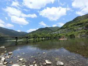 川漁師も現存する。ウナギ、テナガエビ、ツガニ、アユ、ゴリなどなど、いまも生き物豊富な川だ。