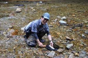 釣りのことなら、WILD-1「多摩ニュータウン店」の角田太郎に聞けばいい。釣りをやってないときは、いつも釣りのことを考えている男だ。