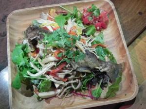 ヤマメは、ムニエルにしてメキシカン・フレッシュサルサをかけていただく。料理を作ってくれたのは、たはらともきさん。ありがとう!
