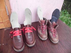 今回カスタムメイドで作ってもらったのは、スーパーフィートのカスタムカーボンオールシーズン。ダナーマウンテンライト用とゴローのチロリアンブーツ用の2足分。歩くのが楽しい毎日だ。