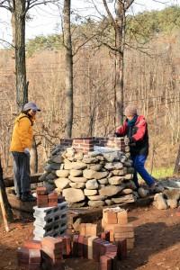 10年ほど前に造った石窯。一層式のシンプルなやつ。
