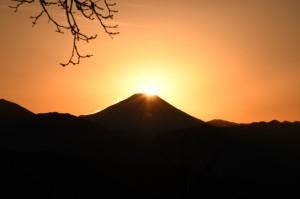 山頂に太陽がかかると、一気に落ちていった。