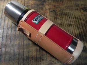 形になってきたぞ。このスタンレーボトル0.47Lの「赤」は、日本未発売です。あしからず。