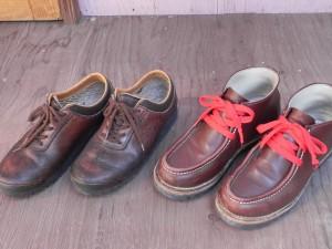 これも、死ぬまで履き続けるだろうゴローの2足。左の「てつ」は、30年以上も前に買ったもの。ソールは、2度張り替えている。右のチロリアンは、買って3年ばかりの新参もの。