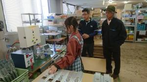 ヒット商品をつぎつぎと形にしてきたアイデアマンの田瀬明彦さん(写真中央)から、ユニフレームの信条を聞く。