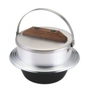 3合炊きのキャンプ羽釜。ぼくとしては、かまどを自作して家で使いたいグッズだ。