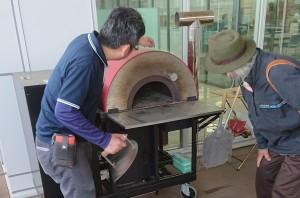 ペレットの石窯も発見。しかも、移動式! 軽トラックとこれがあれば、キッチンカーのできあがりだ。