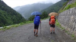 途中、雨にもみまわれた。