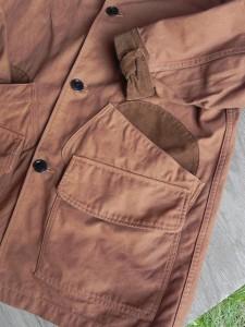襟と袖、それにポケットの内側に、コーデュロイ生地を。